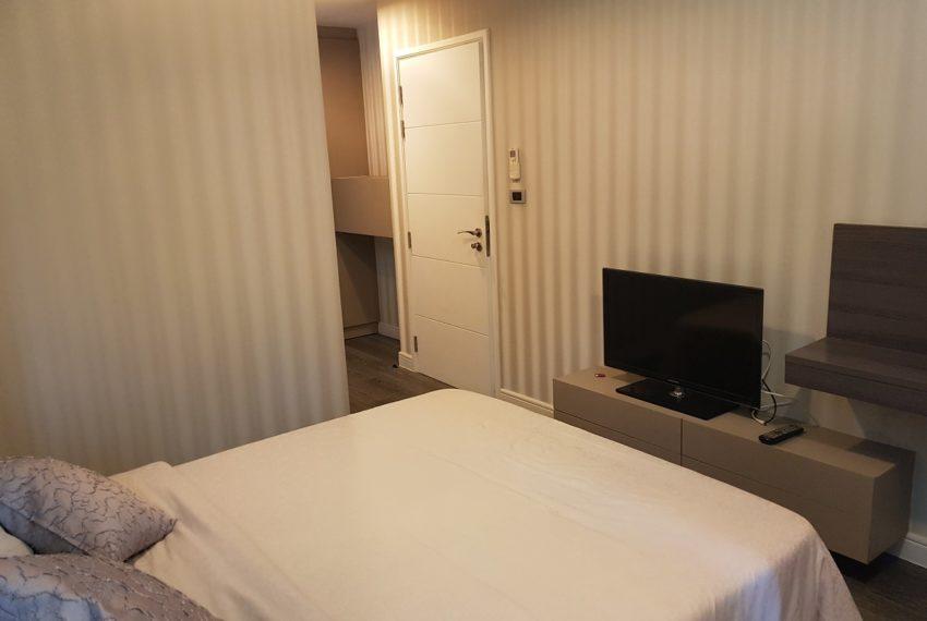 The Crest Sukhumvit 49 - 1-bedroom low floor - bed