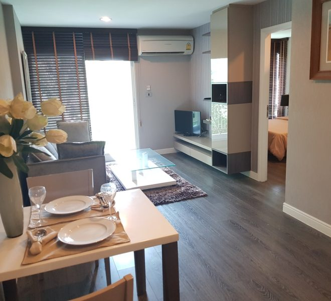 Corner Condo Rent in Thong Lo - 1-Bedroom in Low Rise The Crest Sukhumvit 49 Condominium