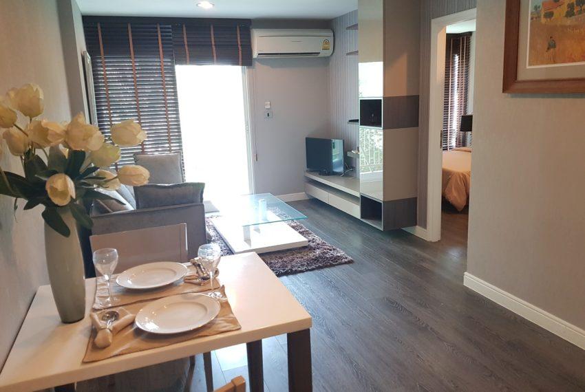 The Crest Sukhumvit 49 - 1-bedroom low floor - living area