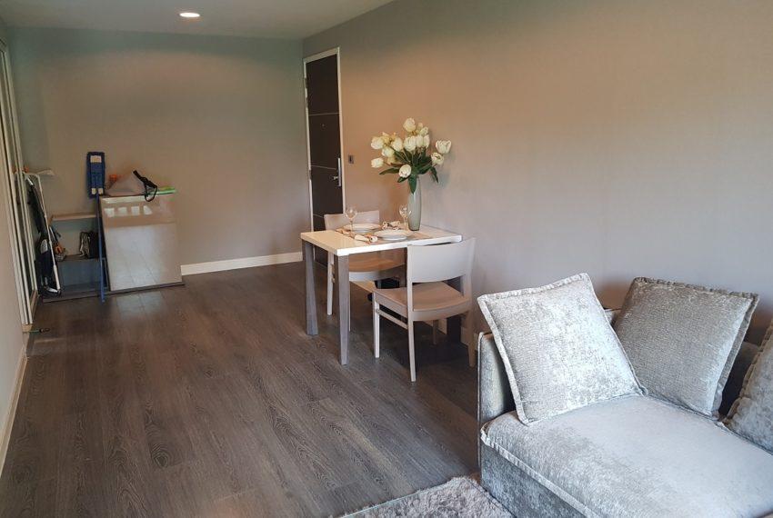 The Crest Sukhumvit 49 - 1-bedroom low floor - living room