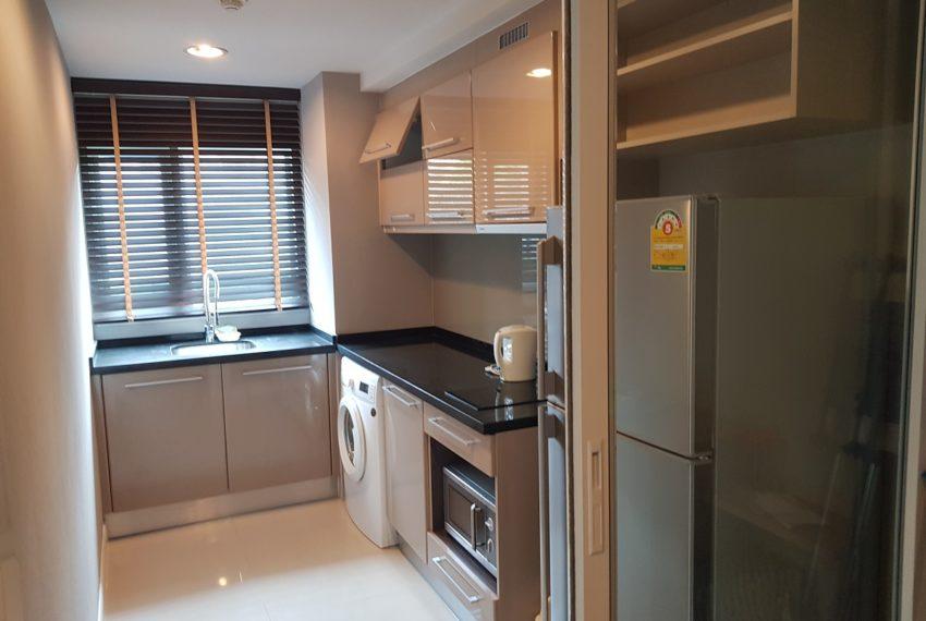 The Crest Sukhumvit 49 - 1-bedroom low floor - separated kitchen