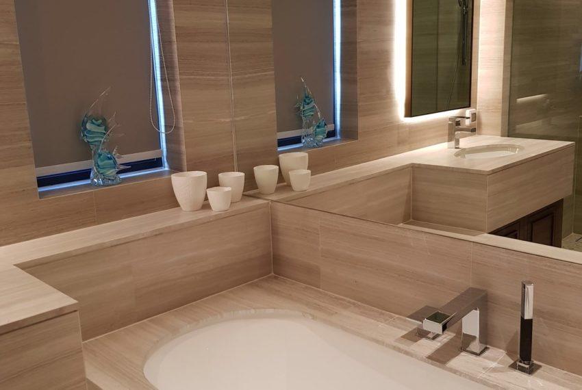 The Diplomat 39 - 2 bed 2 Bath-Bathroom