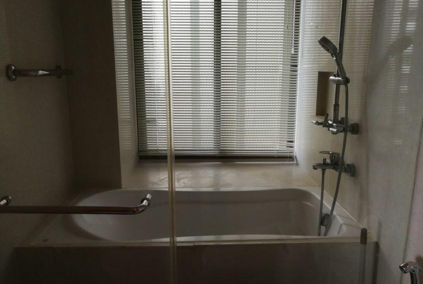 The-Emporio-Place-1b1b-Bathroom1.1