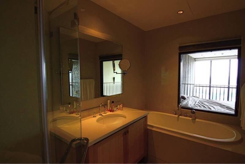 The Emporio Place - duplex - sale and rent - bathtub
