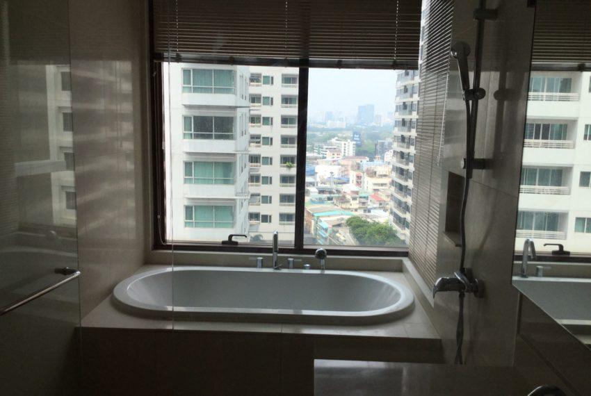 The Emporio place - 2-bedroom-rental-bathtub