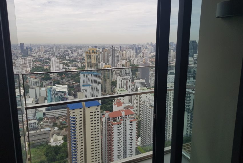 The Esse Asoke - High floor - rent or sale - balcony