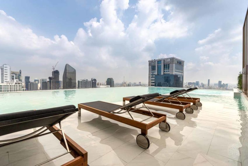 The-Esse-Asoke-swimming-pool