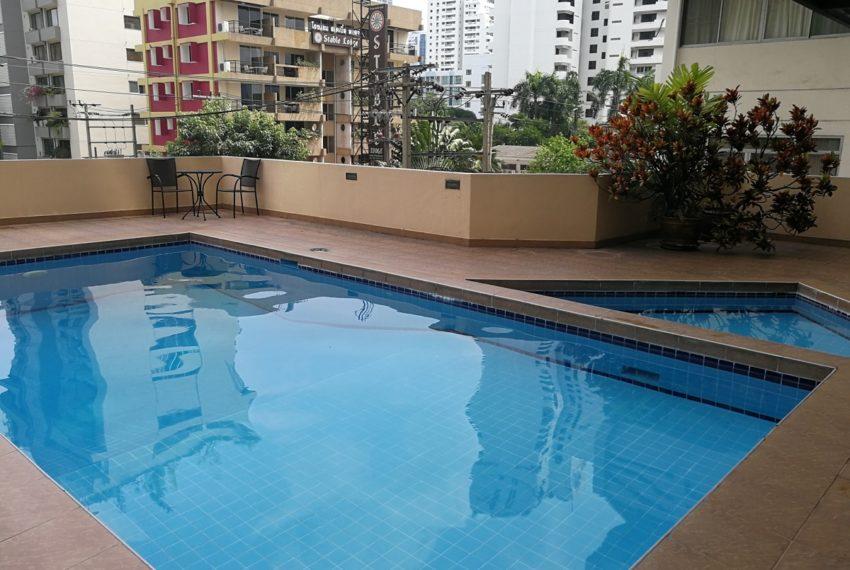 The Heritage condominium Sukhumvit 8 -swimming pool