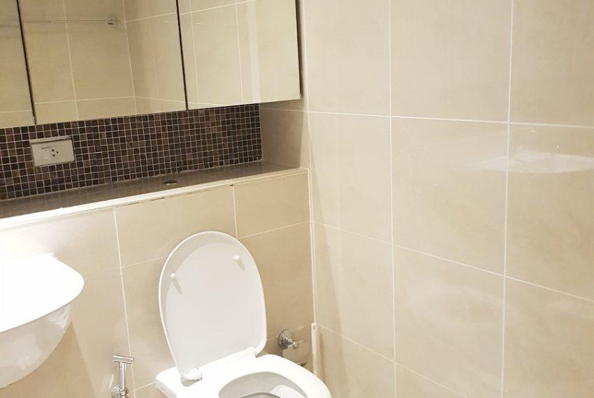 The Lakes 2b2b - toilet 1
