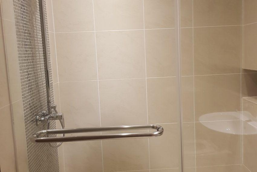 The Lakes 2b2b - toilet 2