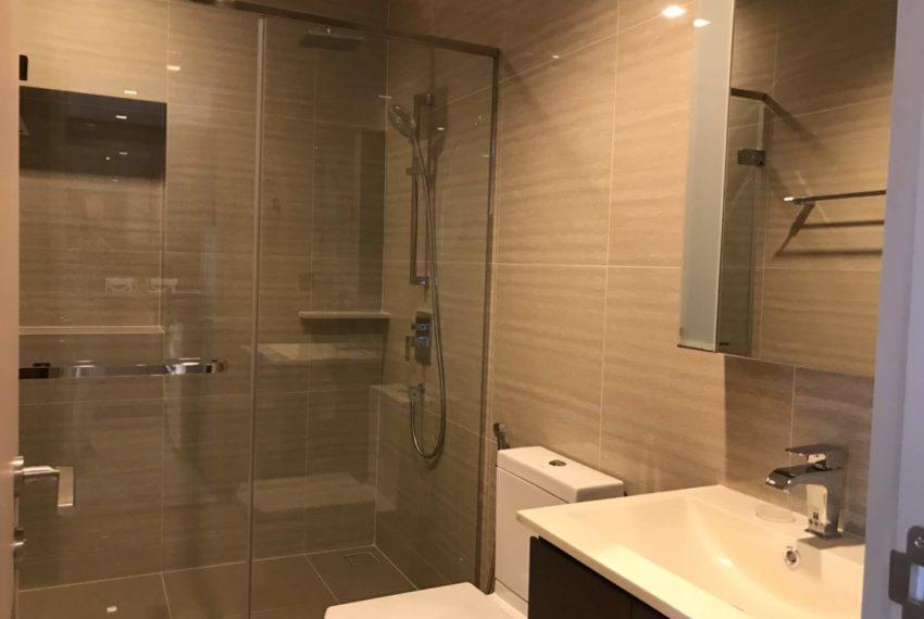 The Line Asoke-Ratchada Rama9 2beds 1bath bathroom