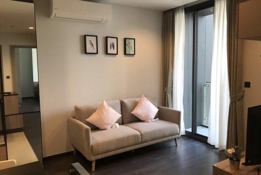 The Line Asoke-Ratchada Rama9 2beds 1bath living room
