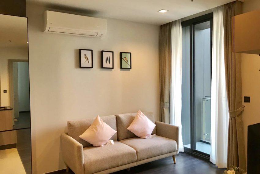 The Line Asoke-Ratchada Rama9 2beds1bath living room