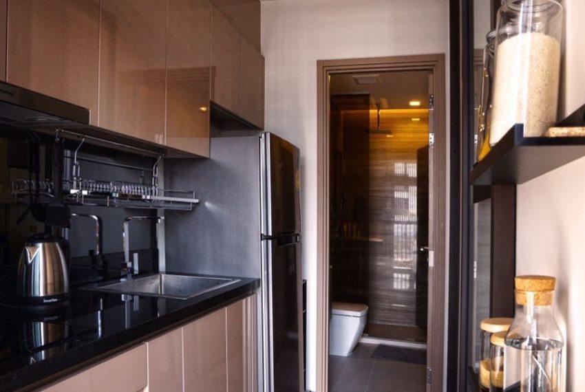 The Line Sukhumvit 71 1-bedroom - rent - open kitchen