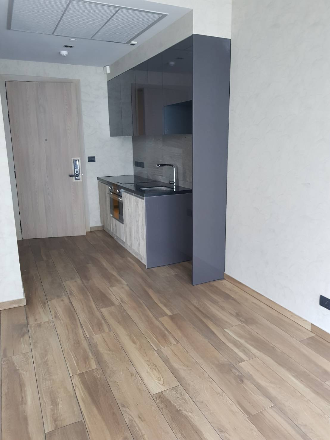 The Lofts Asoke 1b1b High Floor Sale COntract - entrance