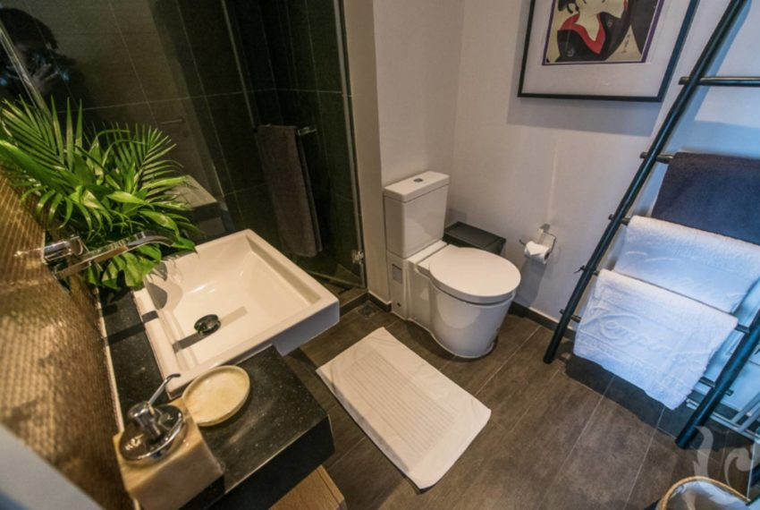 The Lofts Asoke 1b1b mid-floor sale - bathroom