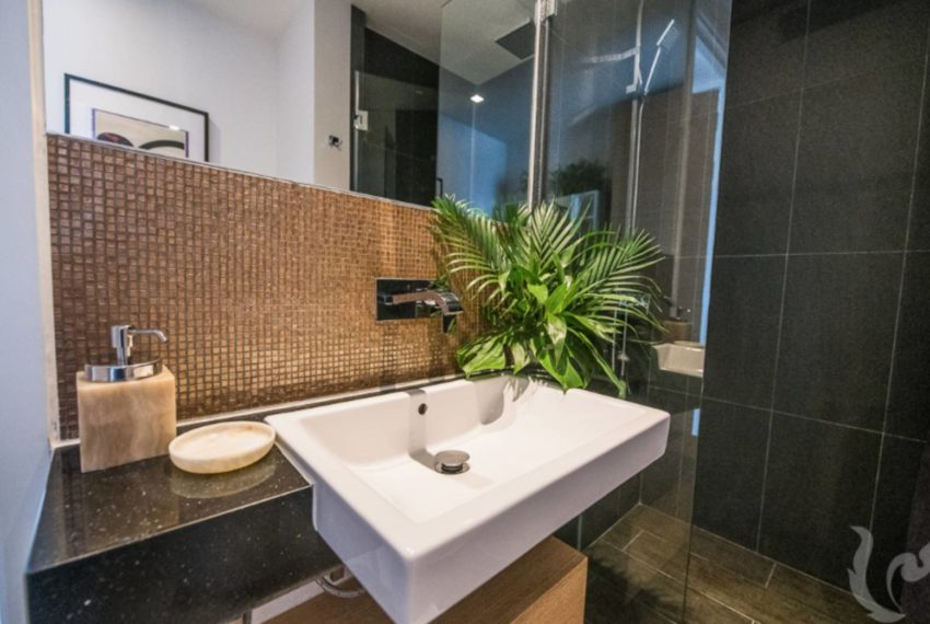The Lofts Asoke 1b1b mid-floor sale - toilet