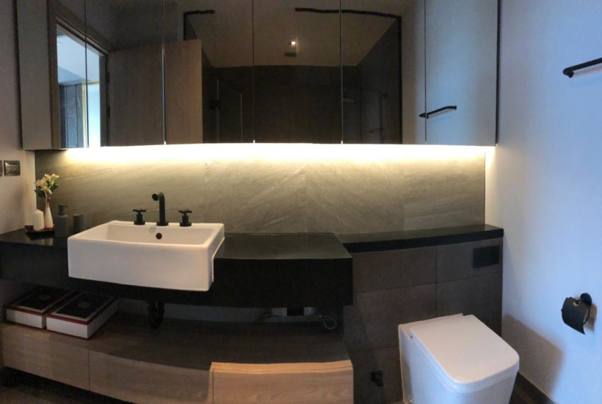 The Lofts Asoke - 1b1b - rent from Angela - bathroom