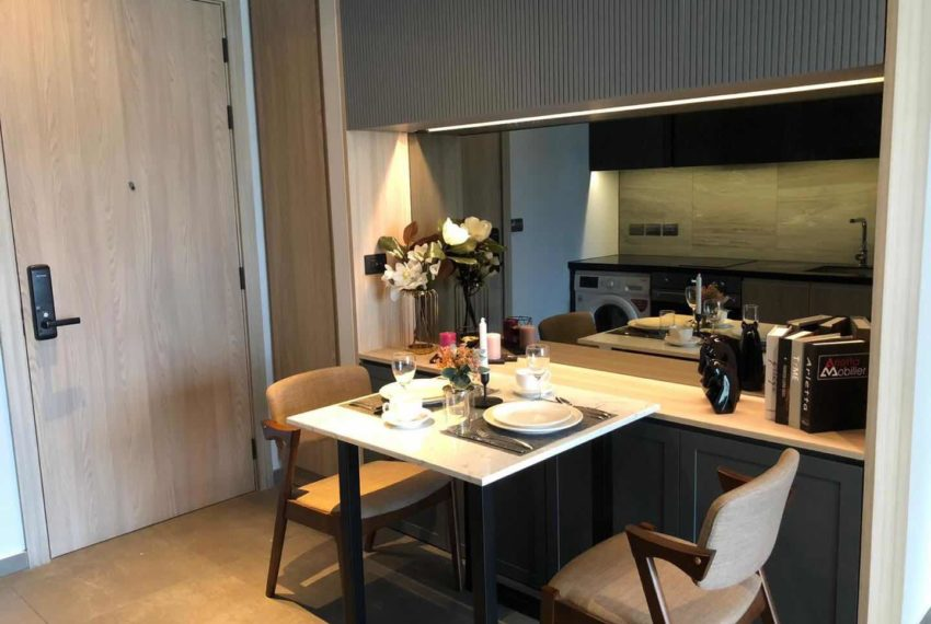 The Lofts Asoke - 1b1b - rent from Angela - dinning table