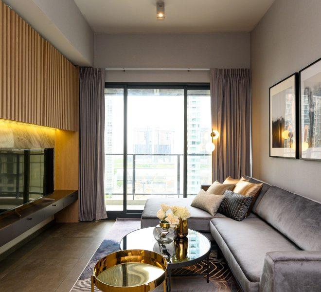 The Lofts Asoke - RENT - lusury 1b1b-living room balcony