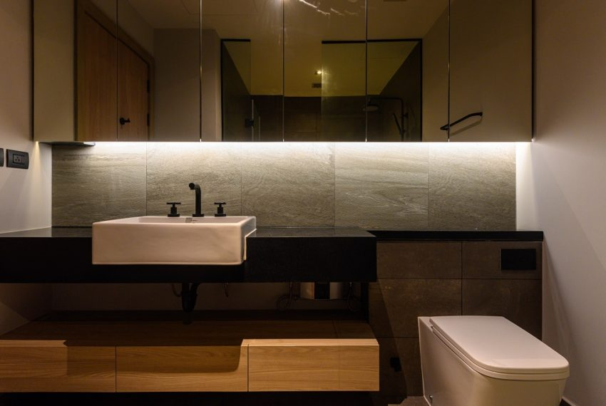 The Lofts Asoke - RENT - lusury 1b1b-toilet
