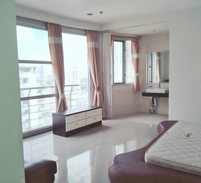 Large 3-bedroom Condo Near BTS Asoke in Master Centrium