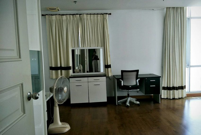 The Master Centrium Asoke-Sukhumvit-working room in bedroom