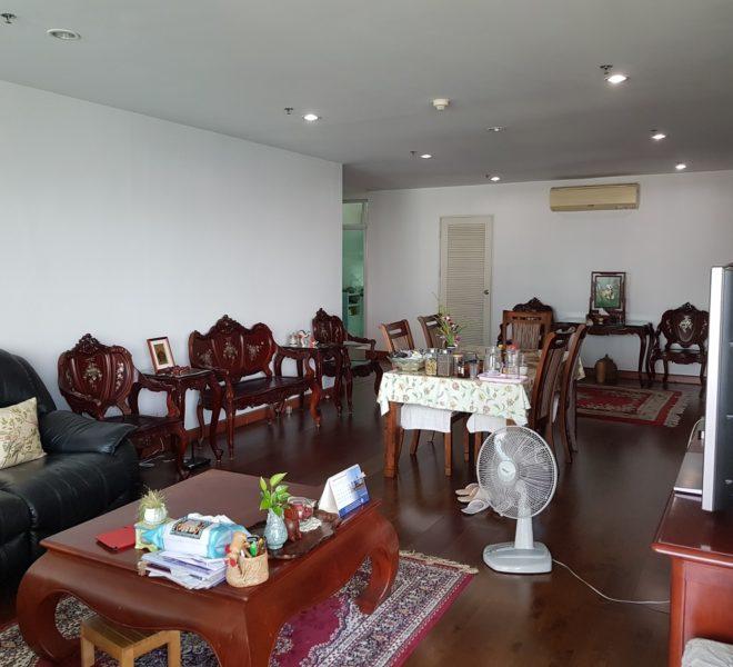 The Master Centrium Condo at Asoke 2-bedrooms - big living area