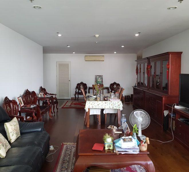 The Master Centrium Condo at Asoke 2-bedrooms - living