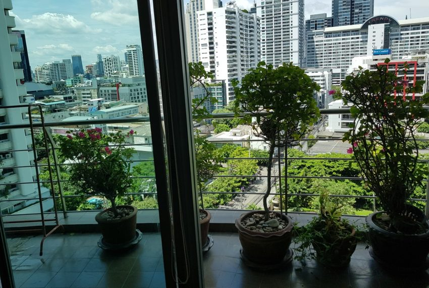 The Master Centrium Condo at Asoke 2-bedrooms - long balcony