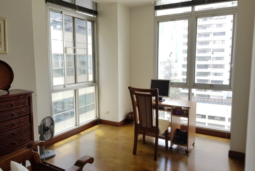The Master Centrium Condo at Asoke 2-bedrooms - working room