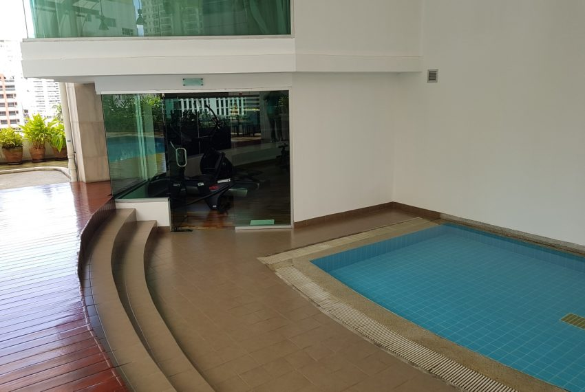 The Master Centrium Condominium at Asoke - kids swimming pool