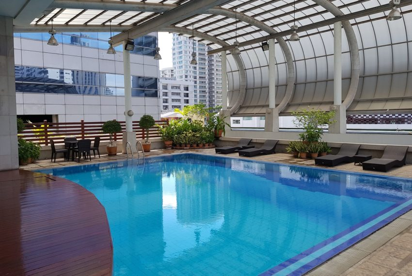 The Master Centrium Condominium at Asoke - open swimming pool