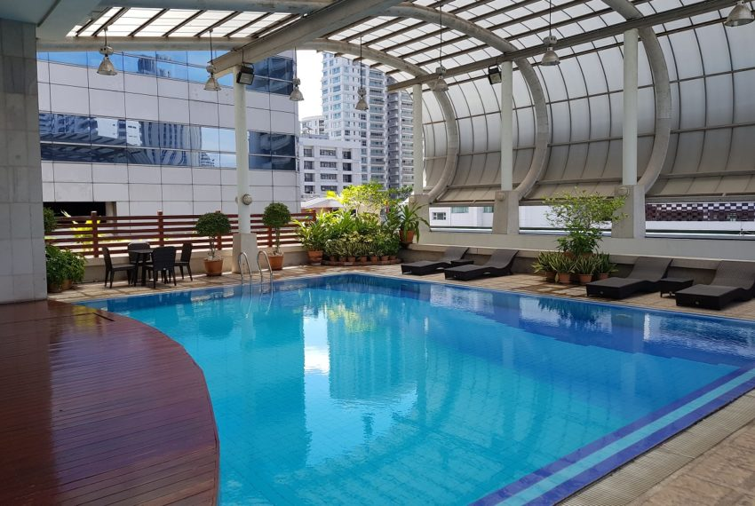 The Master Centrium Condominium at Asoke - roofed swimming pool