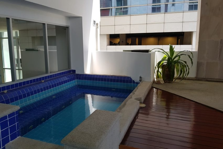 The Master Centrium Condominium at Asoke - second kids swimming pool