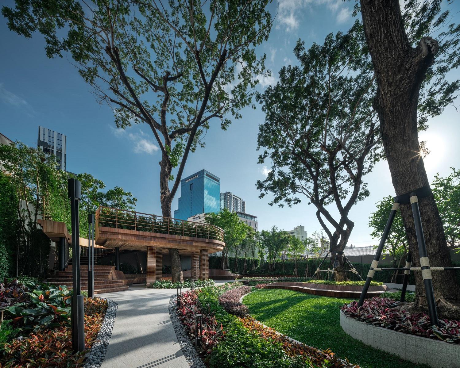 The Monument Thong Lo Super Luxury Condominium in Bangkok. Buy luxury condo in Thong Lo. Rent luxury condo in Thong Lo. Luxury condo for sale.