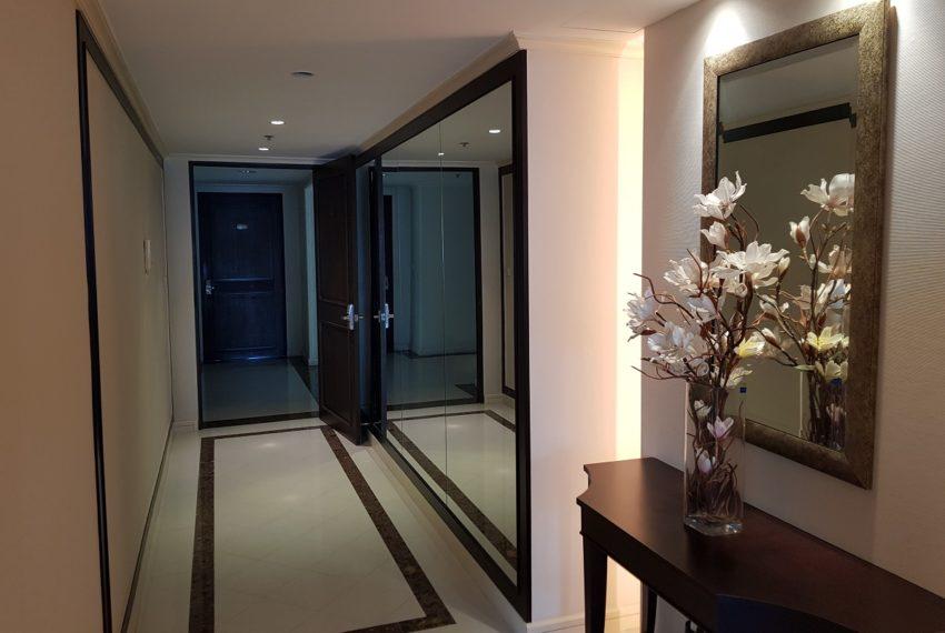 The Oleander Sukhumvit 11 3-beds furnished sale - entrance