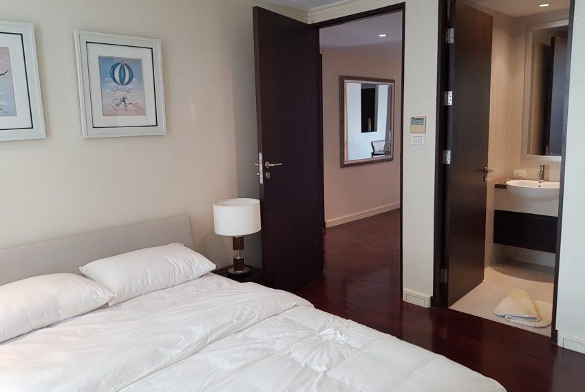 The Oleander Sukhumvit 11 3-beds furnished sale - king bed