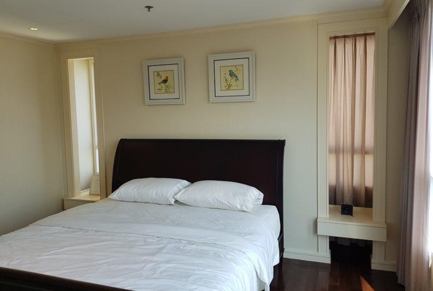 The Oleander Sukhumvit 11 3-beds furnished sale - master bedroom