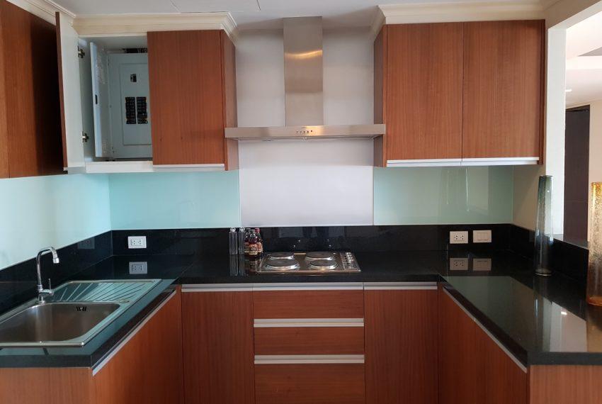 The Oleander Sukhumvit 11 3-beds furnished sale - separated kitchen