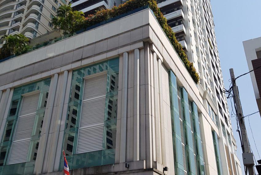 The Oleander Sukhumviy 11 Condo - building