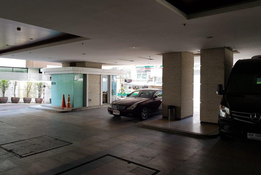 The Oleander Sukhumviy 11 Condo - parking