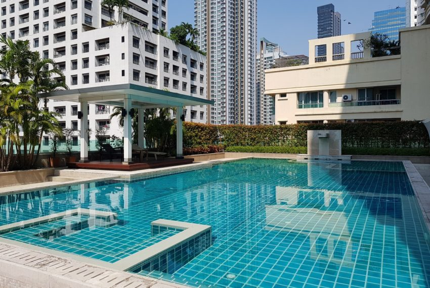 The Oleander Sukhumviy 11 Condo - swimming