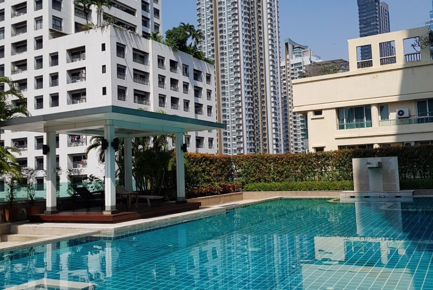 The Oleander Sukhumviy 11 Condo - swimming pool