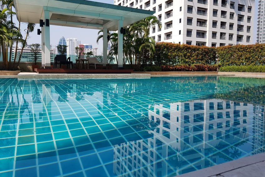 The Oleander Sukhumviy 11 Condo - swimming pool with view