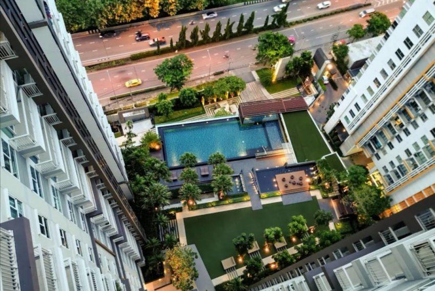 The Parkland Grand Asoke-Phetchaburi - swimming pool