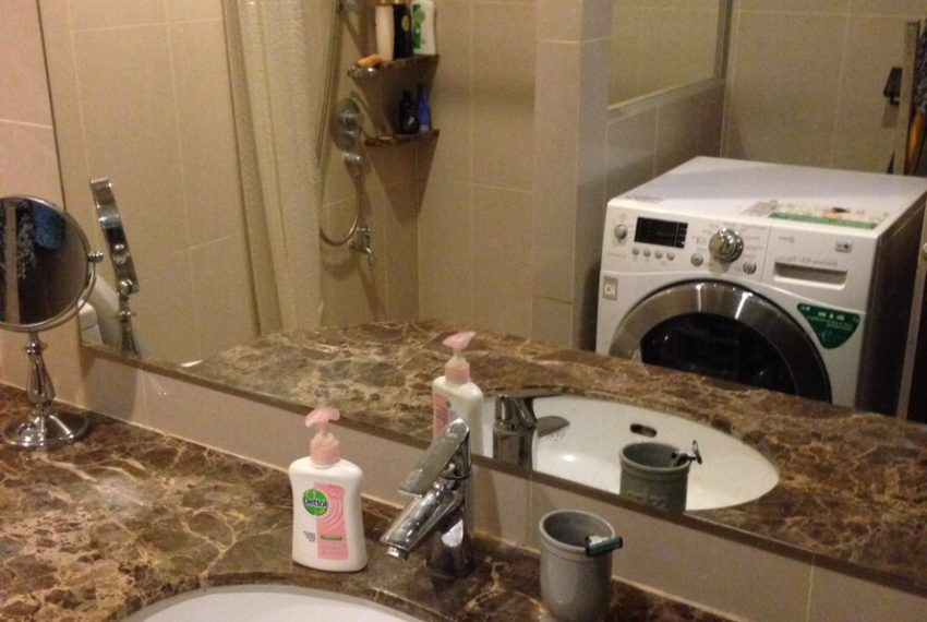 The Pnime-Selles-bathroom