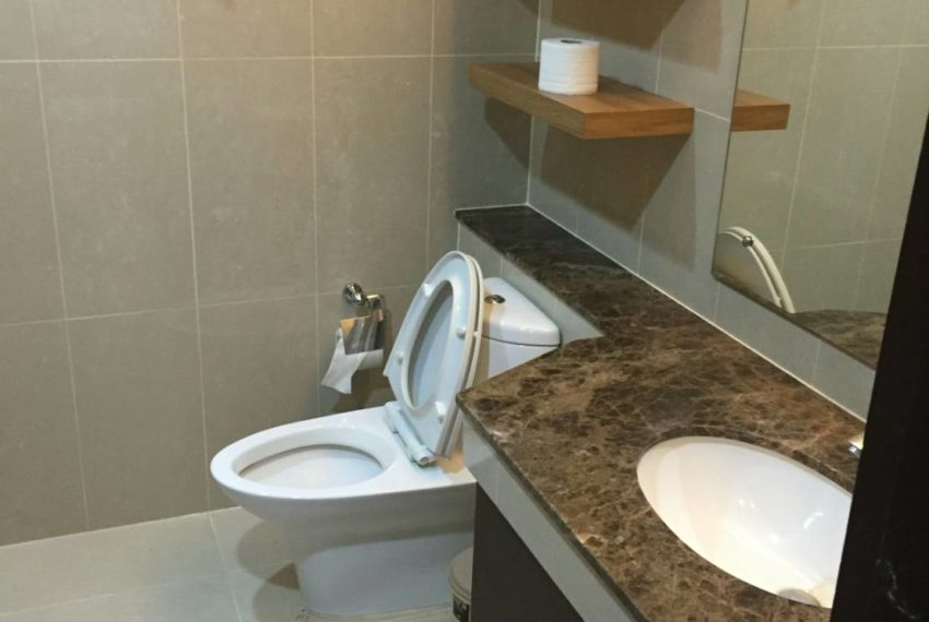 The Prime 11 - 1b1b on mid-floor-sale-Bathroom1