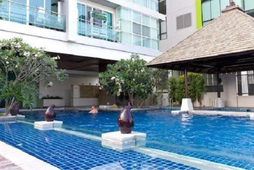 The Prime 11 Condominium in Nana - swimming pool