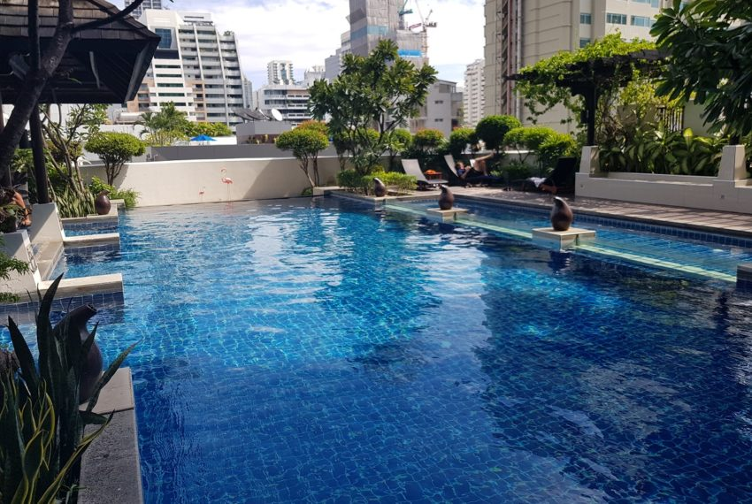 The Prime 11 condominium - pool